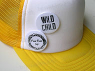 Obrázok z POM Šiltovka žlto-biela WILD CHILD, sivý brmbolec
